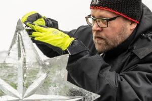 Kimmo Frosti, der Eiskrippenschnitzer - derferder.at